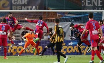 1-0 την ΑΕΚ και φιέστα στο ποδόσφαιρο για τον Ιστορικό